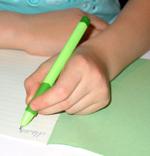 Правильное положение кисти и пишущего инструмента при письме