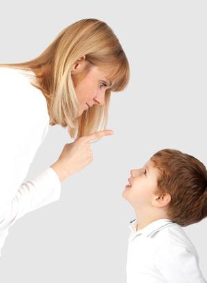 Когда ребенок бьет маму
