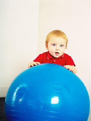 Младенец на шаре