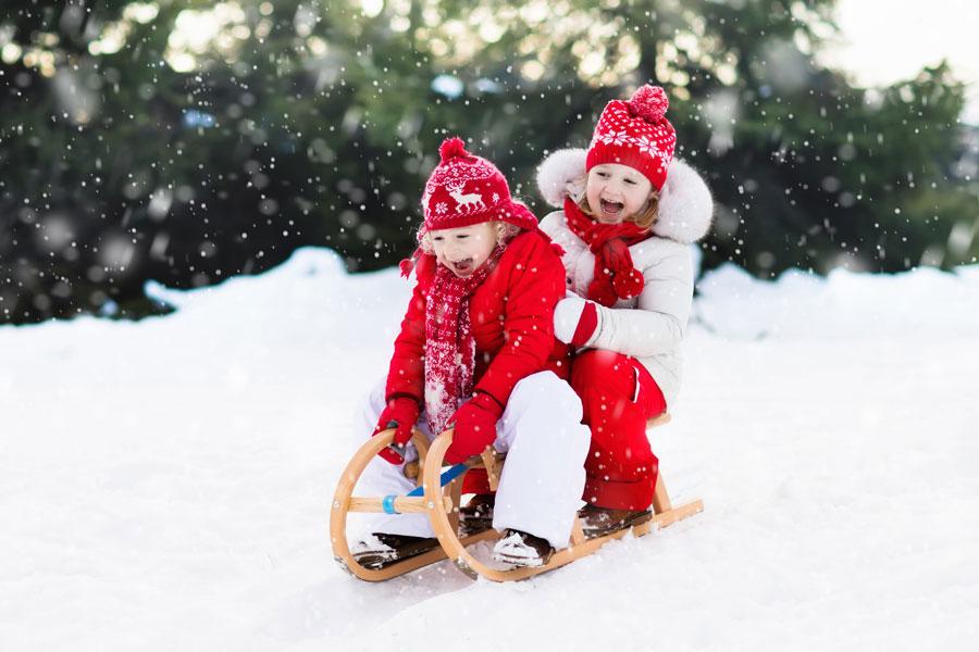 Зимняя прогулка с ребенком