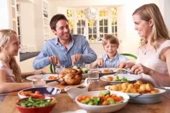 Семейный обед - важная семейная традиция