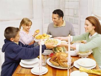 Общение детей и родителей за обеденным столом