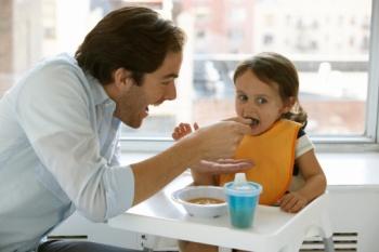 Как научить ребенка есть