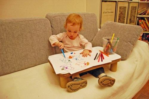 Детский столик своими руками: легкий и удобный