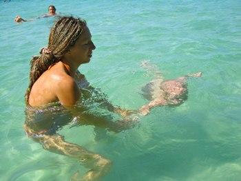 Отдых на море с ребенком: 15 советов, как приучить к воде