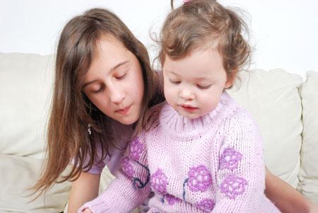 Родители и дети: как наладить отношения с младенцем и подростком