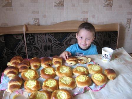 Rebenok-otkazyvaetsya-ot-edy-Nakormit-ili-razobratsya