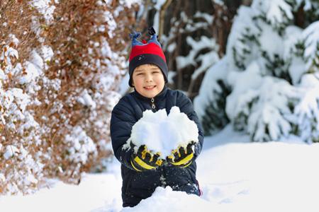 23 февраля: подарок мальчику. Что выбрать для учебы и для игр?