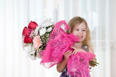 Красивый маленький подарок девушке