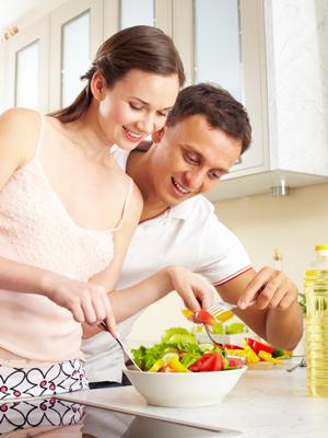 Дала мужу перед работой на кухне фото 10-588