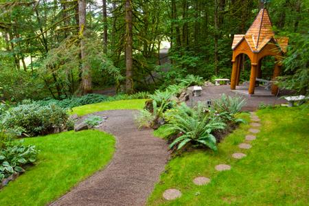 Садовые дорожки на дачном участке: гравий, брусчатка, бетон?