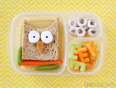 Очень смешной сэндвич и буквы из овощей