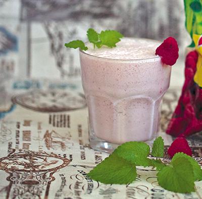 Летние десерты из молока: ягоды, орехи, пряности. 3 рецепта