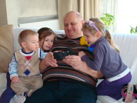 Сын Елизаветы Блиновой с дедушкой и сестрами
