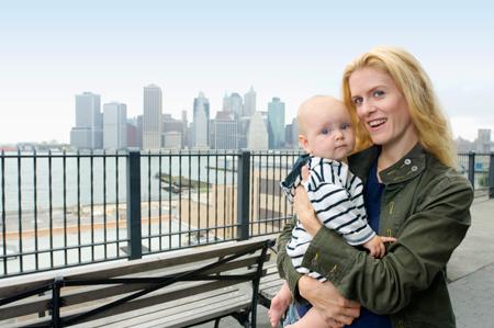 Воспитание детей по-американски: раннее развитие и суперколяски.