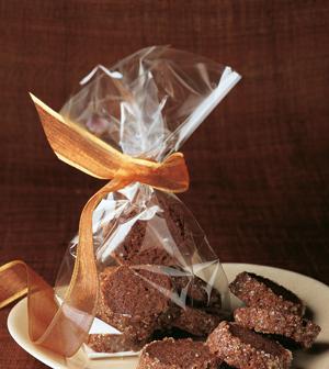 Шоколадные рецепты: брауни с фисташками, печенье и пончики-бюни