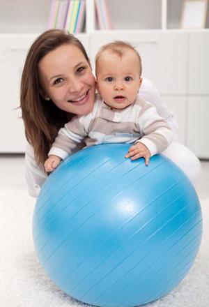 Растяжки при похудении, во время беременности: как избавиться?