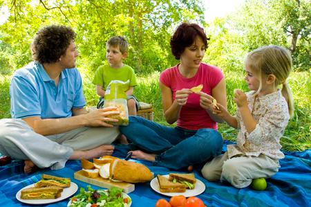 Пикник по-французски: 3 рецепта для завтрака на траве – как в Париже.