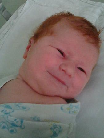 Меняется ли цвет волос у новорожденных