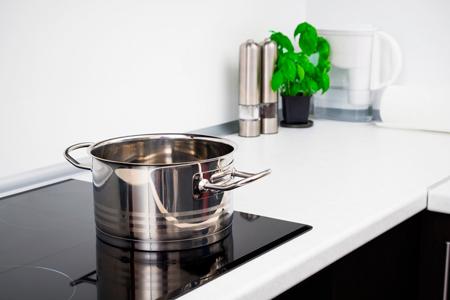 Индукционная плита: 6 мифов - и вся правда