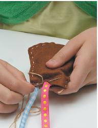 Украшение и полезная вещь – своими руками: подвеска для заколок