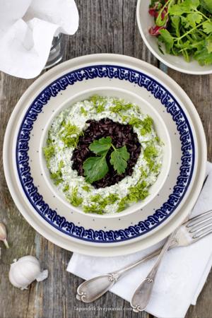 Чёрный рис со шпинатом и сыром