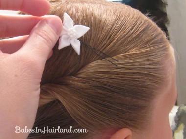 Прическа из длинных волос – к празднику в школе и детском саду
