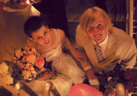 Замуж без любви: обручальное кольцо на вокзале и стрижка наголо перед свадьбой