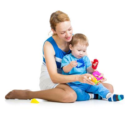 5 простых игр для развития ребенка 2-3 лет: клеить и вырезать не нужно!
