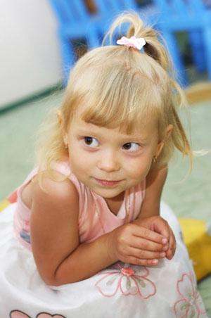Застенчивый ребенок: как научить уверенности