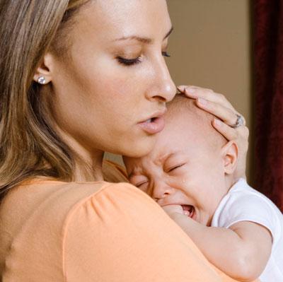 Запоры, срыгивания, колики у новорожденных: когда надо лечить?