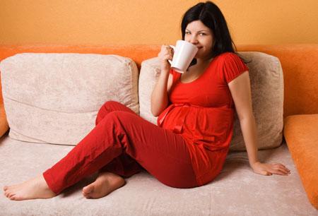 Боли в животе во время беременности: что означают и как уменьшить