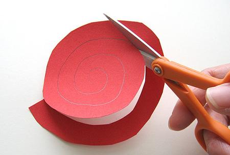 Как сделать подвеску с сердечками из бумаги