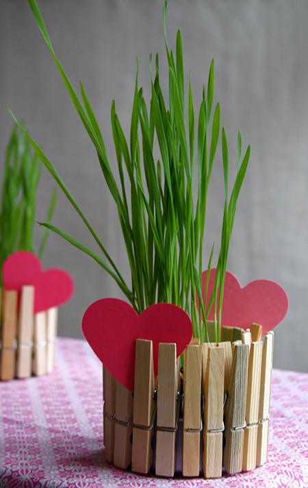 Подарок бабушке к 8 марта: цветочный горшок из прищепок
