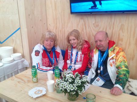 Фигуристка Екатерина Боброва с родителями