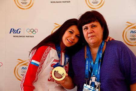 Фигуристка Елена Ильиных с мамой
