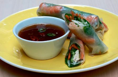 Праздничные закуски: 3 рецепта. Роллы из нори, лаваша и рисовой бумаги