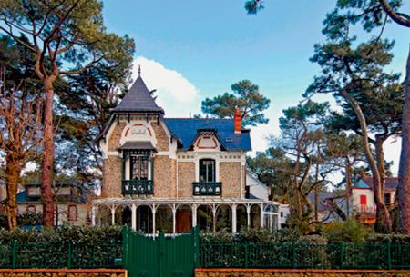 ''Звездные'' курорты Франции весной: поездка в Довиль и Ля Боль