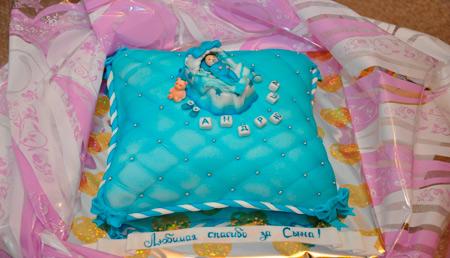 Выписка из роддома: праздник с аистом и тортом