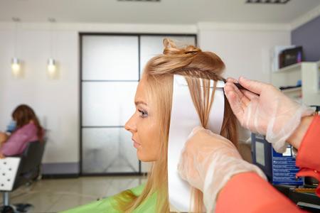 Можно ли беременным красить волосы и наращивать ногти