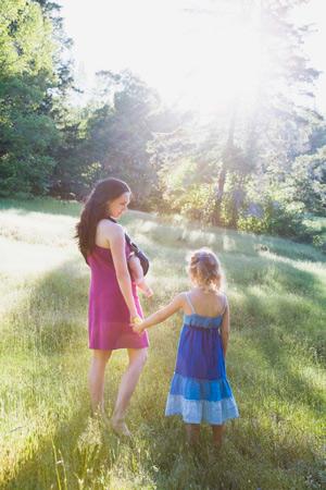 Солнцезащитные средства: 5 советов для мам и малышей