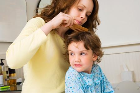 Как говорить с ребенком о педикулезе: советы родителям