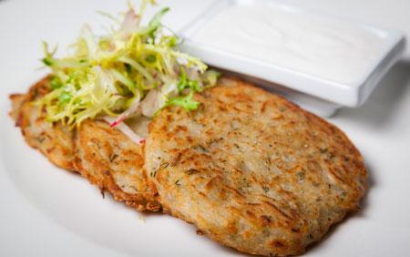 Легкий обед - 2 рецепта: яркий суп-пюре и аппетитные драники