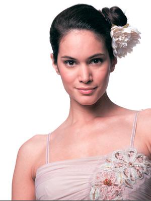 Прически на выпускной 2014: озорной начес и строгий пучок балерины