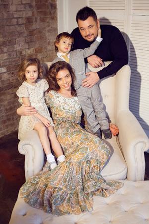 Сергей Жуков с женой Региной и детьми