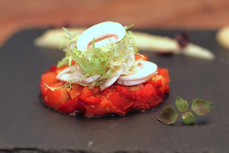 2 летних рецепта: суп с рукколой и тартар из помидоров