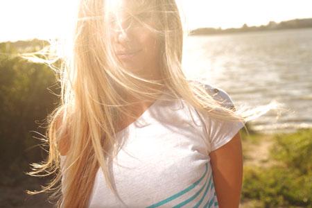 Красивые волосы в отпуске: что взять с собой? 5 списков на все случаи жизни