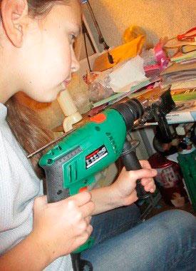 Рисунки и поделки – дома или в кружке? О свободе творчества и технике безопасности