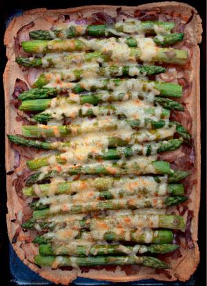 Прием гостей и быстрый обед: 3 рецепта. Тарт со спаржей и салат с киноа