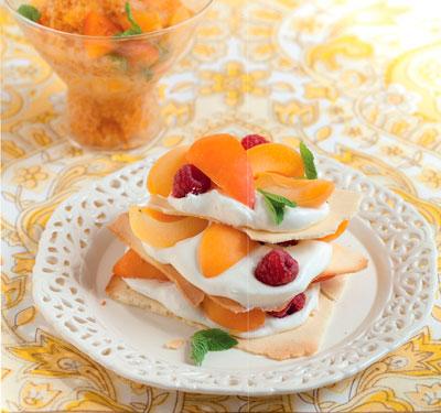 2 десерта для жаркого дня: мильфёй с малиной и домашнее мороженое